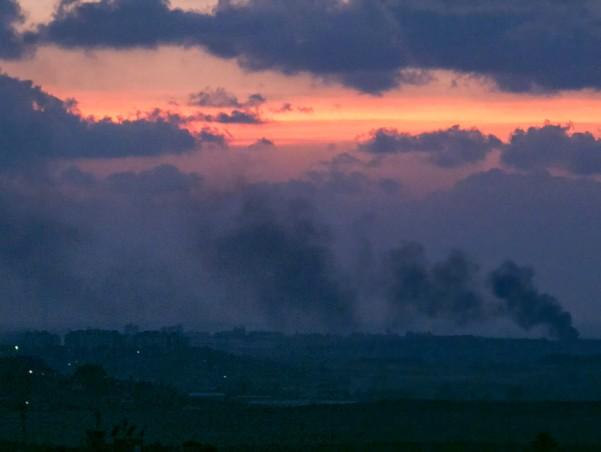 עשן על עזה. צילום מעבר לגבול (צילום: דן בר דוב)