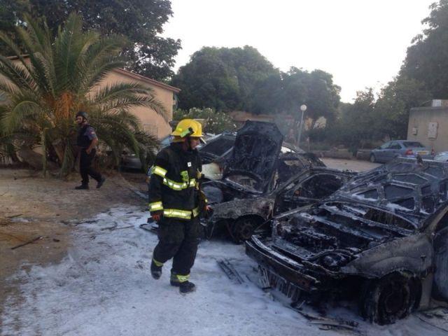 המכוניות השרופות (צילום: משטרת ישראל)