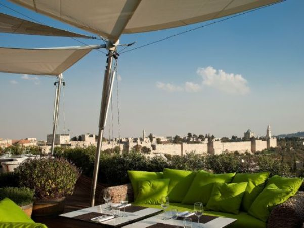 מסעדת הגג של מלון ממילא בירושלים,. גם בירושלים, שלא היתה בקו האש, חלה ירידה של 22% בלינות התיירים