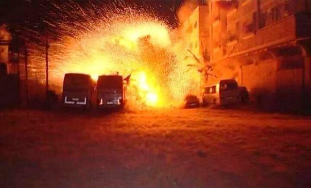 צילום השניה בה הופצץ הבית שבו נהרגו אשתו ובתו של דף (צילום: Gaza now)
