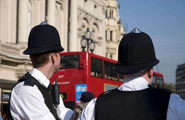 שוטרים בריטים. קשר הדוק עם הציבור. צילום: אלכס סגרה - REX