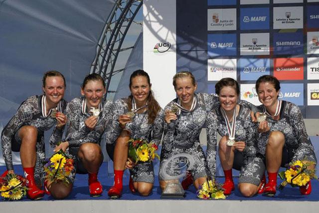 אלופות העולם במירוץ הקבוצתי נגד השעון - רוכבות קבוצת Specialized-Lululemon. צילום: Rafa Gómez/Ciclismo a Fondo