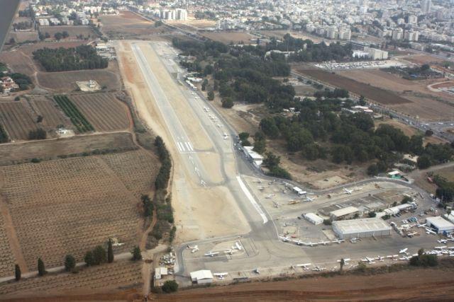 שדה התעופה הרצליה. פעילות עניפה של תעופה אזרחית במרכז הארץ. צילום: מוטי שוימר
