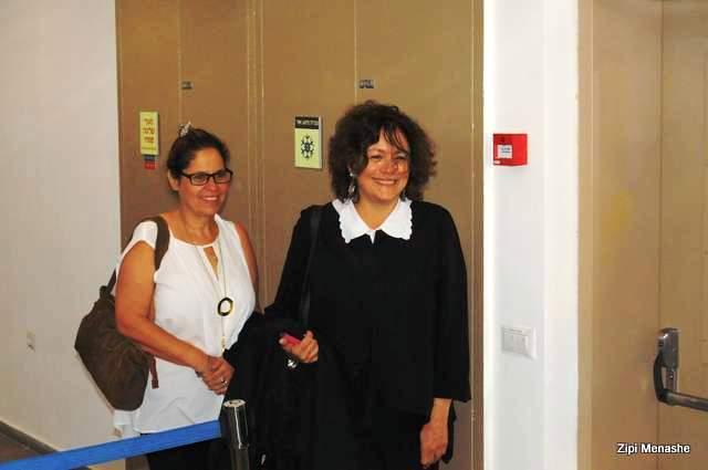 מרוצות מגזר הדין, התובעות, עורכות הדין דליה אברמוף ורנית בר-און (צילום: ציפי מנשה)