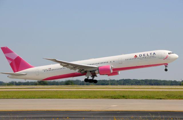 המטוס הוורוד של דלתא איירליינס מדגם בואינג 767-400. צילום: דלתא איירליינס