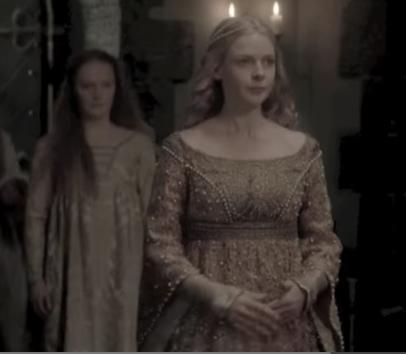 """השחקנית השוודית רבקה פרגוסון מגלמת את אליזבת וודוויל במיני סדרה של ה- BBC """"המלכה הלבנה"""" (2013)"""