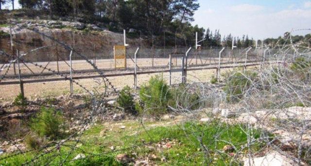 סמיר נלכד בתוך גדר ההפרדה שליד בודרוס (צילום: נעמי בצר)