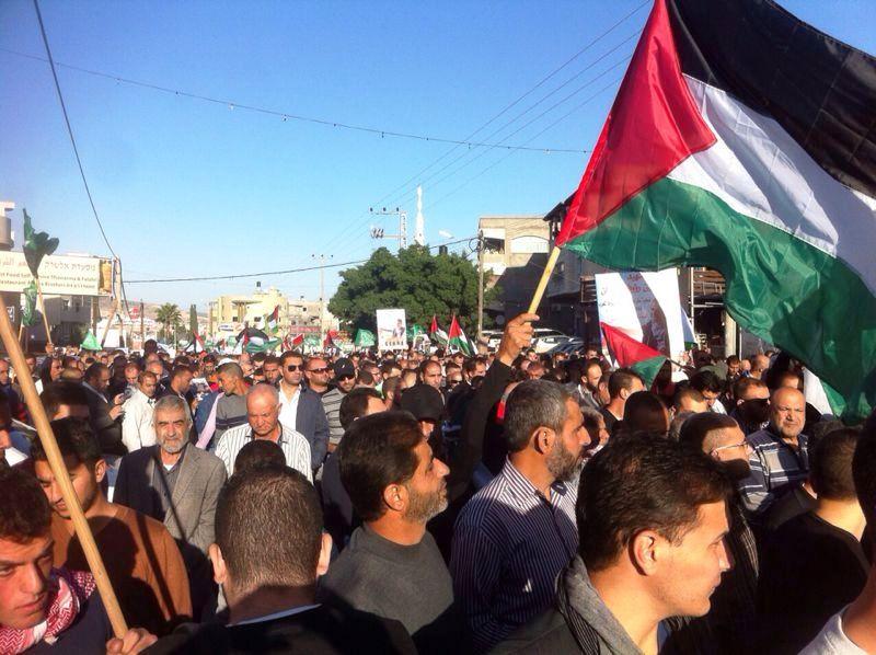 דגליי פלסטין במסע הלוויה