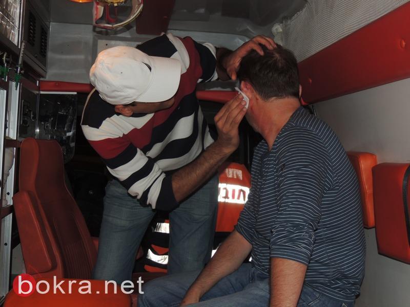 הנהג מקבל טיפול (צילום עומר רביע - אתר בוקרא)