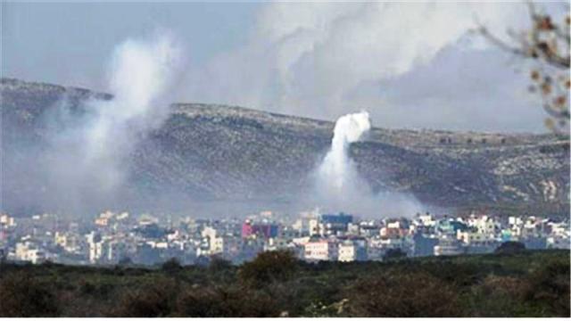 פטריות עשן עקב ירי ארטילרי מישראל (צילום אלג'זירה)