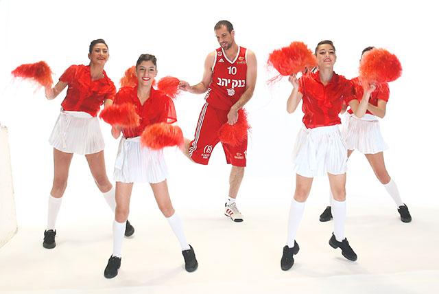 מתוך צילומי הפרומו למשחקים בערוץ הספורט. צילום: אלן שיבר, איגוד הכדורסל