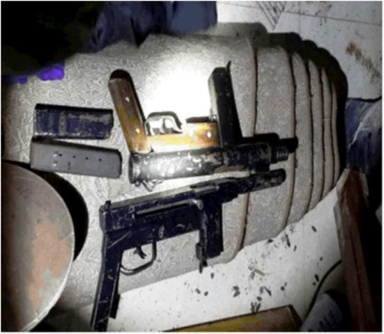 """הנשקים שהוסגרו במהלך המעצרים (צילום: דוברות שב""""כ)"""