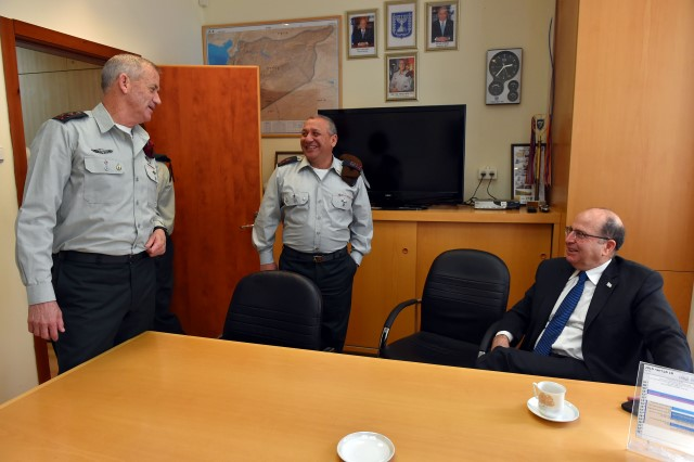 עם שר הביטחון, משה (בוגי) יעלון (צילום: אריאל חרמוני/משרד הביטחון)