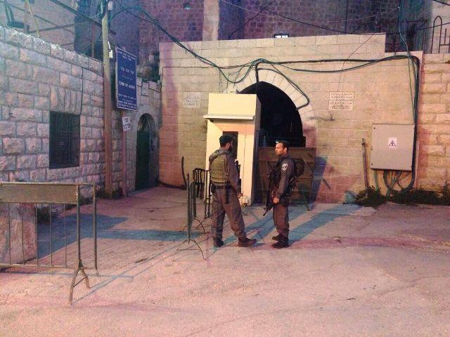אזור הפיגוע הערב במערת המכפלה (צילום: חטיבת דובר המשטרה)
