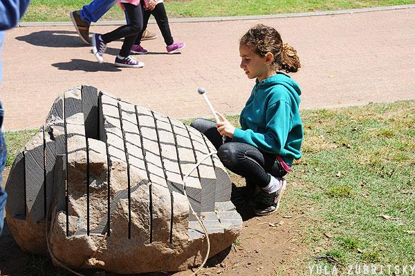 צלילים וניגון על סלע.צילום: יולה זובריצקי