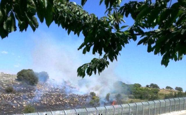 שריפה שפרצה בגבול חדר ישראל (צילום באדיבות  פורטל הכרמל)