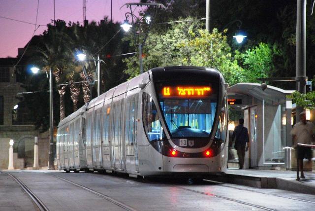 הרכבת הקלה בבירה: נוסעים משועפט ובית חנינא נוסעים ללא כרטיס