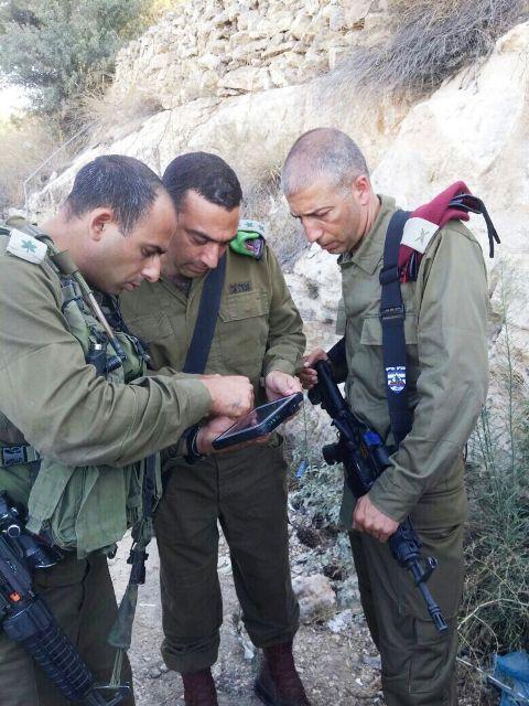 """פיגוע דריסה בשומרון: שני חיילי צה""""ל פצועים קשה וחייל שלישי קל. הנהג נורה ונלכד"""