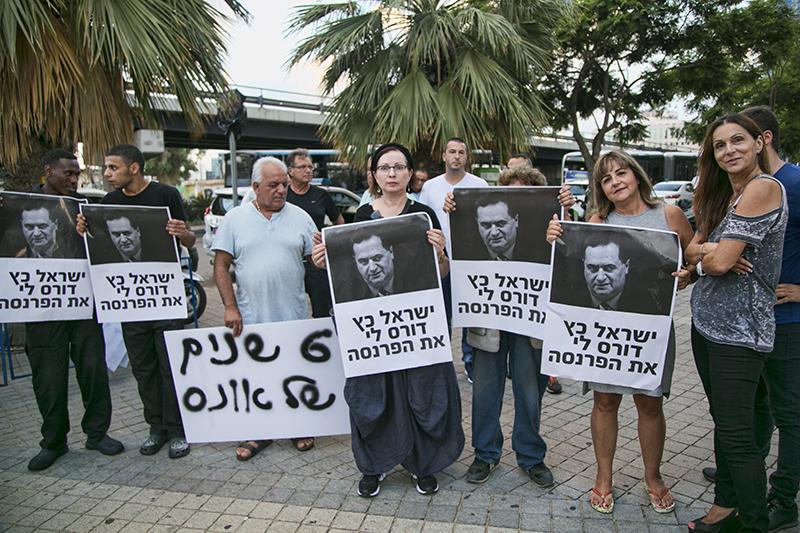 """בעלי עסקים בתל-אביב הפגינו נגד הרכבת הקלה """"עבורנו זוהי רכבת מוות"""""""