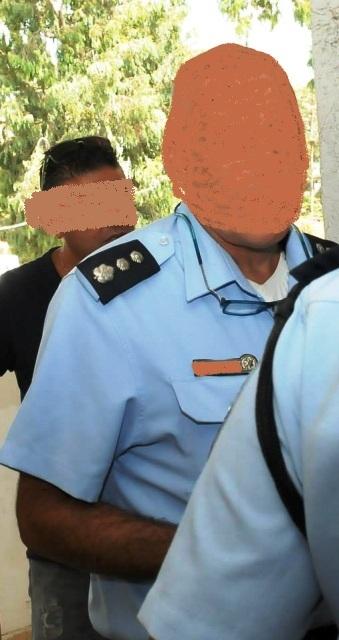 מפקד התחנה בפתח התחנה (צילום מדף הפייסבוק)