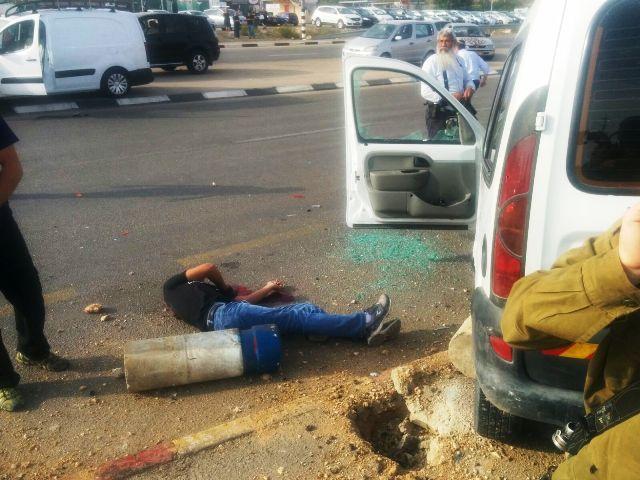 """השטחים: שני פיגועי דריסה, קצין צה""""ל נפצע מדקירה -  ידויי אבנים והפרות סדר"""
