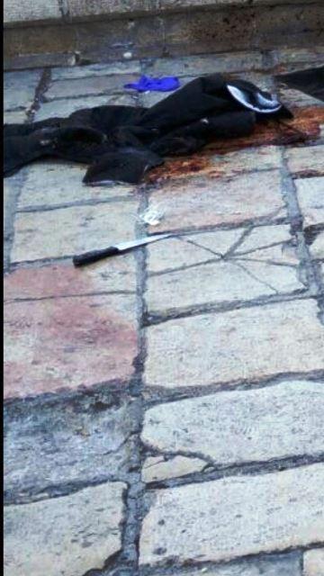 """שער שכם - פיגוע דקירה, שלושה פצועים, 2 לוחמי מג""""ב ואישה פלסטינית"""
