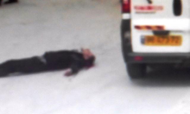 א-שריף זב דם מראשו לאחר הירי (צילום מתיעוד הווידאו)