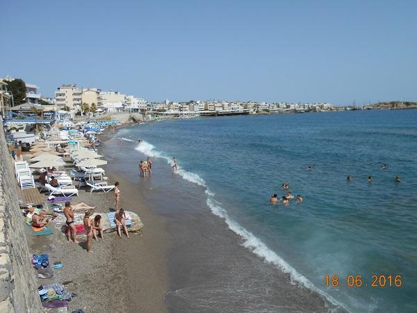 חוף חרסוניסוס רגע לפני שיא העונה. צילמה ענת מנדל