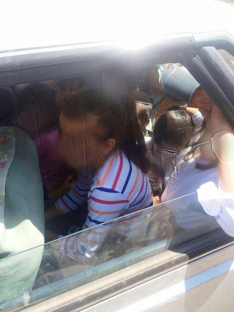 8 ילדים דחוסים אחד על השני (צילום: חטיבת דובר המשטרה)
