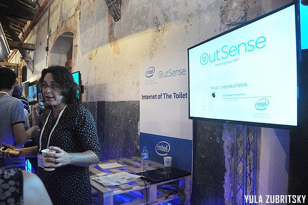 internet of toilet,OutSense, לשימושים רפואיים , ביתן אינטל. צילום:יולה זובריצקי