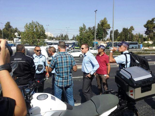 השר לביטחון פנים גלעד ארדן מגיע לזירת הפיגוע (חדשות לפני כולם)