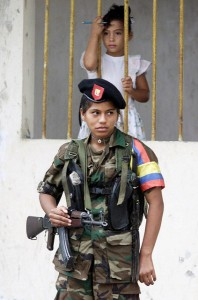 לוחמת FARC בקולומביה.  צילום: רויטרס
