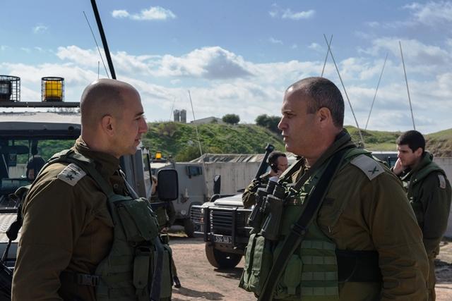 """תא""""ל יהודה פוקס (מימין) מפקד האוגדה (צילום: דובר צה""""ל)"""