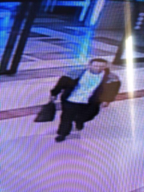 החשוד בשוד (צילום ממצלמות האבטחה בקניון)