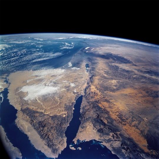 """חצי האי סיני כפי שצולם מהמעבורת """"קולומביה"""" בשנת 2000 (צילום: ויקיפדיה)"""