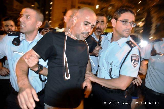 מעצרו של יגאל רמבם (צילום: רפי מיכאלי)