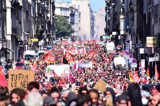 כ-15 אלף מפגינים במארסיי מיליונים בכל רחבי צרפת