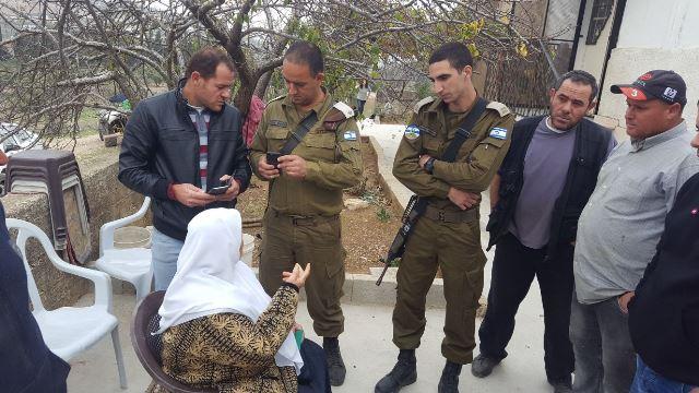 גביית עדות מהתושבים (צילום: זכרייה סדה - רבנים למען זכויות אדם)