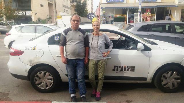 נהגי המוניות: מימין ענת כהן אלקריאף, משמאל, ברוך ברק