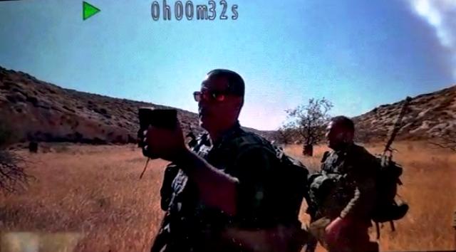 החל לצלם את הפעילים וכשגילה שהוא מתועד ניסה לשבור את המצלמה (מתוך סרטון הווידאו)