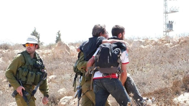 הפצועים מחולצים (צילום: נסר נוואג'עה בצלם)