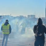 הפגזת הגז הראשונה - צילום: עמית מנדלזון