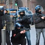 להוטים לירות היחידה למניעת פשע: אחד מכדורי הגומי שלהם סידר לי חזה כחול  - צילום: עמית מנדלזון