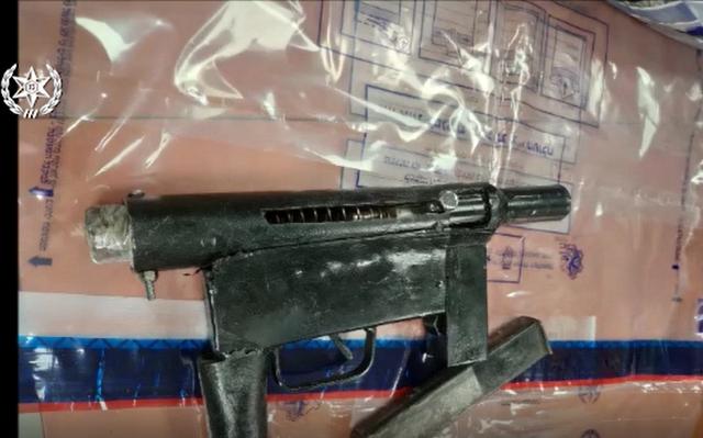 נשק מסוג קרלו שנלכד בידי הסוחרים