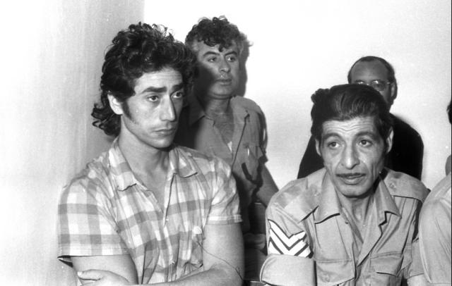 עמוס ברנס בעת משפטו (צילום: אוסקר טאובר - באדיבות הספריה הלאומית ארכיון דן הדני)