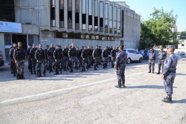 כוח הזרוע הצבאית של החמאס על רקע בית החולים היום (צילום: תקשורת פלסטינית)