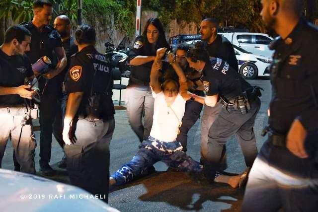 מעצר עורכת הדין, פעילת המחאה סיגלית קסלר (צילום: רפי מיכאלי)