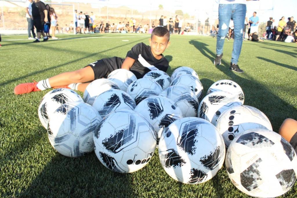 חונכים את מגרש הכדורגל החדש. צילום: עיריית צפת