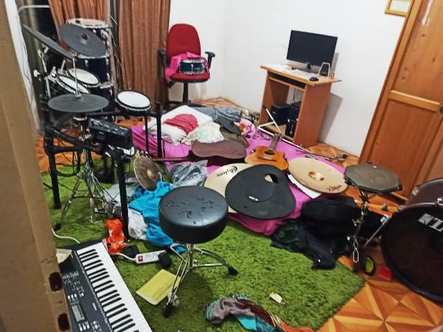 כך נראתה הדירה אחרי הפריצה (צילום: דוברות המשטרה)