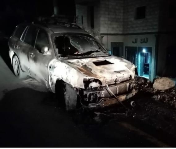 רכב שרוף בכפר מג'דל בני פדל (צילום: מועצת הכפר)